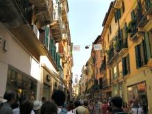 Via Mazzini, um mar de gente